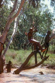 Photos of Aboriginal children from the desert, the traditional communities of the Warlpiri, Arrarnta (or Arrernte) and Pintubi-Loritja peoples. Aboriginal Culture, Aboriginal Art, Aboriginal Children, Small Lake, Australia Photos, Exotic, Tools, People, Kids