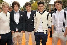 Niall Horan, Liam Payne, Harry Styles, Zayn Malik, and Louis Tomlinson of One Direction are stylin' in their vintage attire! Zayn Malik, Niall Horan, One Direction Harry Styles, One Direction Facts, Direction Quotes, Liam Payne, Louis Tomlinson, 1d And 5sos, Celebs