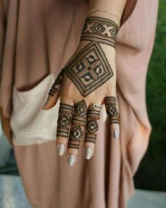 Are You searching the Latest Designs Of the Mehndi? Are You Searching the Mehndi Tikki style? Then come here I have now come back at this mehndi Henna Hand Designs, Mehndi Designs Finger, Mehndi Designs For Girls, Indian Mehndi Designs, Modern Mehndi Designs, Mehndi Design Photos, Beautiful Henna Designs, Beautiful Mehndi, Tattoo Designs