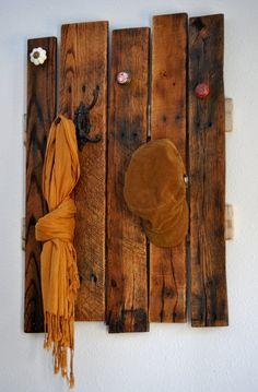 DIY Pallet Hook Shelf | Pallet Furniture Plans   Use barn wood!!!