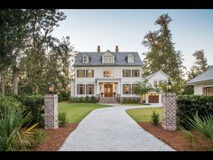 From close-knit cottages to the privacy of quiet paths cloaked in live oaks, there is a home for you here. Explore available real estate listings.