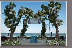 Event for wedding at Lido by Matteo Corvino #rose, #wedding, #sea side, #venice, #white, #flowers, #altar