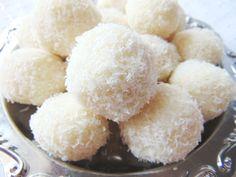 Igazi Kókuszgolyó tejmentesen és laktózmentesen tejallergia esetén Paleo, Sugar, Truffles, Beach Wrap, Paleo Food