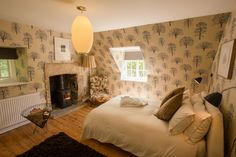 Buckland cottage near Broadway, quintessential Cotswold cottage, luxury holiday cottage with refined retro style, characterful boutique family retreat