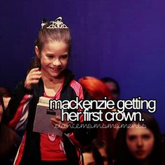 Can't think oh a better moment in the last three seasons! Dance Moms Mackenzie, Mackenzie Ziegler, Maddie Ziegler, Dance Moms Moments, Dance Moms Confessions, Mack Z, Dance Mums, Night Video, Show Dance