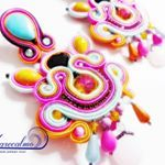"19 Likes, 1 Comments - Marecalmo (@marecalmobijoux) on Instagram: ""Super colorato e innovativo questo pendente è adattissimo all'estate. Lavorazione soutache intorno…"""