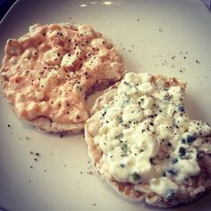 ❝Dinner time = rice cakes with cottage cheese.❞