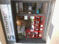 The window of our store / La vetrina del nostro negozio