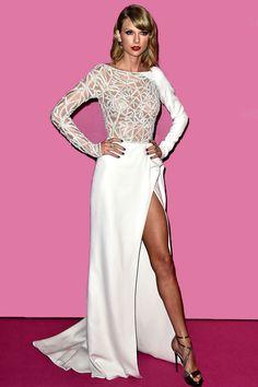 Taylor Swift en Zuhair Murad otoño-invierno 2014, para la alfombra rosa de Victoria's Secret Fashion Show 2014.