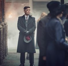 Peaky Blinders S5 - Thomas Shelby 💙 Peaky Blinders Poster, Peaky Blinders Thomas, Cillian Murphy Peaky Blinders, Mens Brogue Boots, Leather Brogues, Leather Men, Grace Burgess, Givenchy Man, Baker Boy