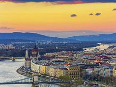 Blue Danube: the river splits the city into two halves, Buda and Pest
