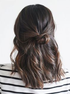 15 Effortlessly Cool Hair Ideas to Try This Summer Cute easy casual hairstyles inspiration. Half up hair ideas. Half up ponytail braid. Hair twisted back into a half up hairstyle. - Unique World O Easy Casual Hairstyles, Twist Hairstyles, Pretty Hairstyles, Hairstyle Ideas, Makeup Hairstyle, Balayage Hairstyle, Running Late Hairstyles, Blonde Balayage, Half Up Hairstyles Easy
