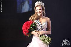 Migbelis Castellanos. Miss Costa Oriental 2013. Miss Venezuela 2013. La noche del 10 de octubre de 2013 desfiló un traje del diseñador venezolano Nidal Nouaihed en el Poliedro de Caracas.