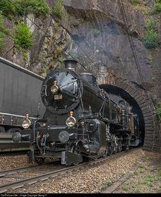 Net Photo: 2978 SBB Historic C at Gurtnellen, Switzerland by Georg Trüb Locomotive Diesel, Steam Locomotive, Train Car, Train Tracks, Train Tunnel, Old Steam Train, Rail Transport, Abandoned Train, Railroad Photography