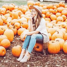 Pumpkin is also bright autumn mood! October Pictures, Fall Pictures, Halloween Pictures, Fall Photos, Senior Pictures, Senior Pics, Autumn Photography, Female Photography, Pumpkin Field