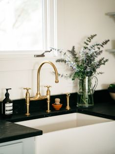 7 Lessons on Home Renovation Costs From a Colorado Cabin Remodel kitchen farmhouse sink with deVol brass faucet Always wanted to be able to knit, nevertheless not sure the place to star. Cheap Bathroom Tiles, Cheap Bathrooms, Shower Faucet, Sink Faucets, Undermount Sink, Home Renovation Costs, Black Tub, Colorado Cabins, Brass Kitchen Faucet