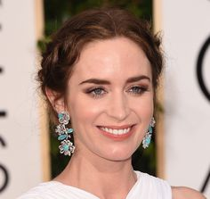 """So we told you how to recreate and rock milkmaid braids like the stars on the red carpet...now some makeup to pair with it.  Didn't you just love actress Emily Blunt's Greek goddess look at the Golden Globes? From head to toe, the star looked super elegant, owing her makeup to artist Jenn Streicher.  """"Because we decided to have her hair loosely back I wanted her makeup to be soft and ethereal and just a pop of color on the lips to bring out the jewels,"""" Streicher said.  Check out what makeup…"""