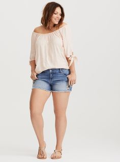 Embroidered Short Short - Light Wash - Get ready to blossom into spring in these short shorts with floral embroidery trim. This light wash denim style has a frayed hem and whiskering throughout for a lived-in feel. Trendy Plus Size Dresses, Cheap Plus Size Clothing, Evening Dresses Plus Size, Plus Size Girls, Plus Size Outfits, Short Outfits, Casual Outfits, Casual Ootd, Girl Outfits