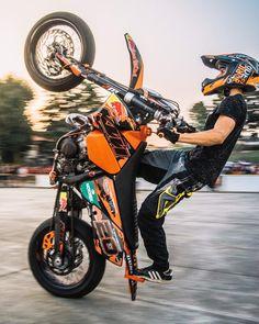 """Giacomo Portoghese on Instagram: """"Ti viene data solo una piccola scintilla di follia. Non devi perderla. FOLLOW: @jack_nbc @jack_nbc @jack_nbc @jack_nbc @jack_nbc @jack_nbc…"""" Moto Car, Moto Bike, Motorcycle Gear, Ktm 525 Exc, Ktm Dirt Bikes, Enduro Motocross, Ktm 125, Motorcycle Design, Valentino Rossi"""
