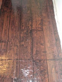 "What I could do with the nasty floor in my rental. She used clearance paint, a sharpie marker and a graining tool to make her underlayment look like wood plank floors. General Splendour: Foyer Makeover - Painted ""Hardwood Floors"" - I love them! Painting Plywood, Painted Hardwood Floors, Faux Wood Flooring, Faux Painting, Diy Flooring, Plank Flooring, Wood Planks, Flooring Ideas, Painting Pressed Wood"
