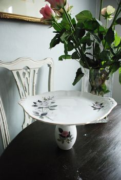 Vintage cake stand by MeowInteriors on Etsy, £16.50 Vintage Cake Stands, Trending Outfits, Handmade Gifts, Table, Furniture, Etsy, Home Decor, Kid Craft Gifts, Decoration Home