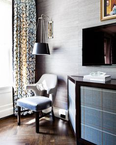 Great patterned fabric for the curtains with leading edge and bottom hem detail. Oh and that light is gorgeous set against that textured grasscloth wallpaper »« Thom Filicia