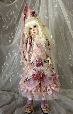 Nettle - Handpainted by Kaye Wiggs, Outfit by Liz (wizworks)