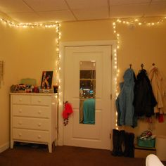 Funky String Lights For Dorms And Apartments : buy big bulb lights and string them diagonally across your bedroom. my roommate and i did this ...