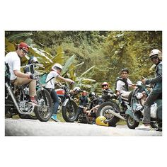 #mulpix no friends no fun  #sr400  #oldschool  #bobber  #chopper  #tracker  #vespa  #vanvan125  #friends  #ride  #motorcycle  #trip  #thailand