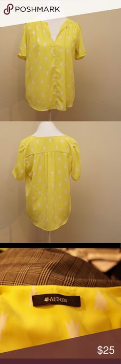 41 Hawthorn Cathleen Split-Neck Tulip Print blouse Beautiful bright yellow top from 41 Hawthorn. EUC and worn a few time by myself, but I've decided that this bright of yellow does not go with my skin tone or overall wardrobe colors very well. Stitch Fix - 41 Hawthorn Tops Tees - Short Sleeve