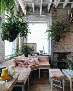 Bohemian décor is my favorite! I love the use of soft textiles and patterns mixed with wooden elements and of course lots and lots of hanging plant decor.