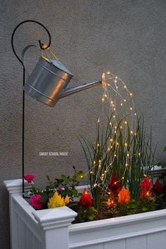 Glowing Watering Can with Fairy Lights - How neat is this? It's SO EASY to make! Hanging watering can with lights that look like it is pouring water. Hinterhof Ideen Landschaftsbau Watering Can with Lights (VIDEO) Garden Crafts, Garden Projects, Garden Art, Garden Tools, Diy Projects, China Garden, Garden Whimsy, Garden Theme, Backyard Projects