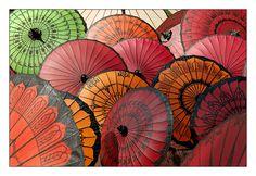 Ombrelles multicolores de Pathein, Birmanie (Myanmar)