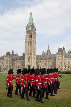 Canada ~ Ottawa, Ontario ~ The changing of the guard / La relève de la garde by Canada's Capital - Capitale du Canada ~ Parliament Building Ottawa Canada, Ottawa Ontario, Canada Eh, Montreal Canada, Cool Countries, Countries Of The World, All About Canada, Capital Of Canada, Voyager Loin
