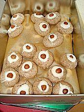 cinnamon balls - Zimtbällchen -- find German recipes in English @ www.mybestgermanrecipes.com