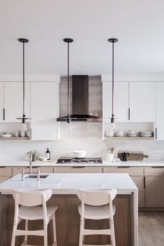 Small Space Inspiration From the Sunset Magazine Silicon Valley Idea House - Hej Doll Microwave Combination Oven, Traditional Front Doors, Scandinavian Kitchen, Home Chef, Minimalist Kitchen, Kitchen Dining, Small Spaces, House Design, Furniture