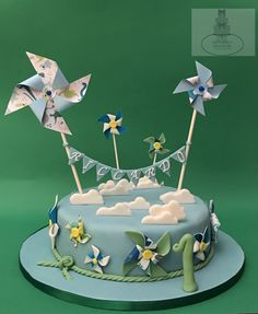 Pinwheel cake  #bari  #cakedesign #cake #birthday #tortaexpress #festedicompleanno #party  #fondant  #cakelover #sugarartist #sugar  #cakedesigner #sugarpaste #fondantcake #gumpaste #pinwheel #red #1year