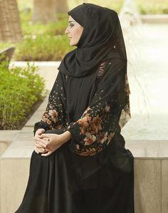 Abaya is the full covering Islamic attire for ladies. Abaya with hijab is the traditional attire of Arab Fashion, Islamic Fashion, Muslim Fashion, Unique Fashion, Fashion 2016, Abaya Mode, Mode Hijab, Abaya Designs, Khaleeji Abaya