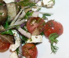 Low Carb Tomato Salad With Eggplants, Red Onions and Feta Easy Green Salad Recipes, Salad Recipes Low Carb, Tomato Salad Recipes, Easy Salads, Vegetarian Recipes, Healthy Recipes, Vegetarian Salad, Easy Recipes, Keto Recipes