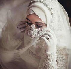 Beauty muslim bride # peçe nikab nikap nikabis kapalı çarşaf hicab hijab tesettür gelin düğün wedding Muslim Wedding Gown, Hijabi Wedding, Wedding Hijab Styles, Muslimah Wedding Dress, Muslim Wedding Dresses, Muslim Brides, Muslim Women, Dress Muslimah, Muslim Girls
