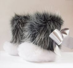 The Little Raccoon .....WINTER Shoes for your Baby Girl.... white and grey faux fur, satin ribbon
