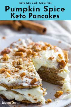 Pumpkin Spice Keto Pancakes (Low Carb, Grain Free, Nut Free, Dairy Free) - Sugarless Crystals - - Fall is almost here making these pumpkin spice keto pancakes a great seasonal treat. Low carb pancakes made with coconut flour and completely grain free! Keto Foods, Keto Approved Foods, Ketogenic Recipes, Low Carb Pancakes, Low Carb Breakfast, Breakfast Recipes, Breakfast Ideas, Breakfast Gravy, Breakfast Pancakes