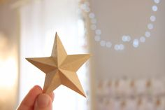 how to make paper stars (with template) Christmas Star, Christmas Paper, Christmas Crafts, Christmas Decorations, Deco Table Noel, Papier Diy, Decoupage, Diy And Crafts, Paper Crafts
