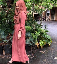 Islamic Fashion, Muslim Fashion, Modest Fashion, Fashion Dresses, Girl Hijab, Hijab Outfit, Fashion Images, Fashion Models, Niqab Fashion