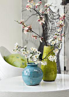 Simple yet beautiful floral arrangement Ikebana, New Years Decorations, Flower Decorations, Dresser Decorations, Design Minimalista, Oriental Decor, Asian Home Decor, My Home Design, Japanese Flowers