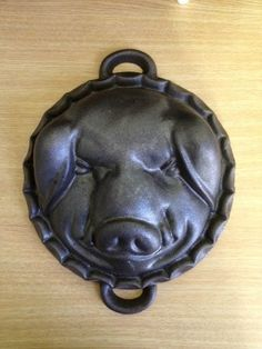 Vintage Cast Iron Pig Boar Head Mold Cake Cornbread or for Cheese Beverage Center, Cast Iron Skillet, Cake Mold, Bakeware, Cornbread, Dinnerware, Cook, Cheese, Vintage