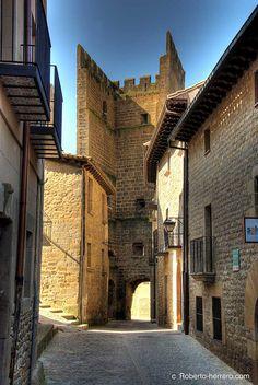 Portal de la Reina (Queen's Gate) in Sos del Rey Católico, one of the most well-preserved medieval cities in Aragón. Zaragoza.  #Spain