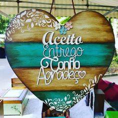 Arte Pallet, Wood Pallet Art, Wood Pallets, Fun Projects, Pallet Projects, Decoupage Vintage, Button Crafts, Crafts For Teens, Wood Signs