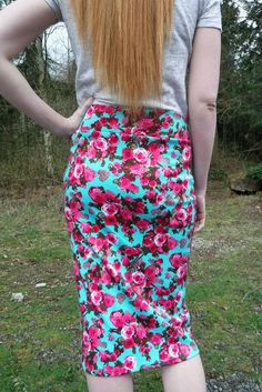 mint and pink spring floral skirt Modest Fashion, Women's Fashion Dresses, Fashion Group, Prep Fashion, Fashion Fashion, Street Fashion, Modest Skirts, Look Thinner, Street Chic