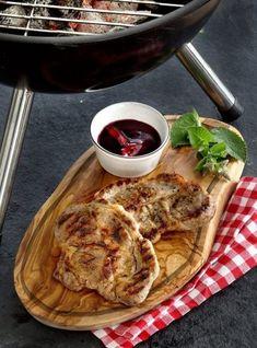 Olijfhouten plankje met sap gootje aan de rand, speciaal voor het serveren van BBQ en vleesgerechten. #olijfhout #plank #keuken